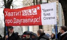 ФОТО: Пикет в Риге против демонстрации фильма BBC на LTV