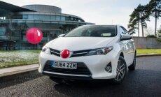 Ar 'sarkano degunu' automobiļiem 'Toyota' cer iekasēt miljonu