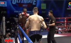 ВИДЕО: Двойной нокдаун на турнире по тайскому боксу