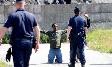 Imigrantu ceļa blokādes dēļ Kalē iet bojā autovadītājs