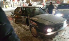 Baudot ziemas priekus ar BMW, Lubānas ielā avarējis jaunietis
