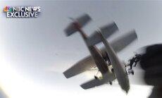 Video: ASV izpletņlēcēji laimīgi izglābjas pēc divu lidmašīnu sadursmes