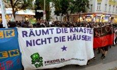 Vairāk nekā 120 likumsargu ievainoti nekārtībās Berlīnē