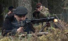NATO veidota filma par mežabrāļiem izraisa Krievijas amatpersonas apvainojumu plūdus