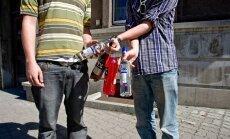 Deputāts: IeM cīņā ar alkohola pieejamību jauniešiem kontrolpirkumos iesaista darbinieku bērnus