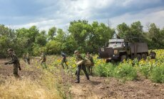 Kaujinieki Ukrainā pārgrupējas un atkāpjas uz separātistu kontrolētajām pilsētām