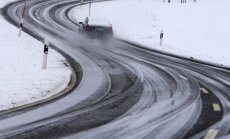Vakarā braukšanas apstākļi apgrūtināti Kurzemē, Latgalē un daudzviet Vidzemē