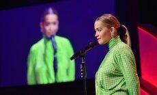 Foto: Britu popzvaigzne samulsina ar čāčīgu kleitu