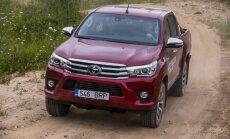 Foto: Latvijā prezentēts jaunais 'Toyota Hilux' pikaps