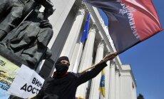 Активисты в камуфляже заняли отель в центре Киева