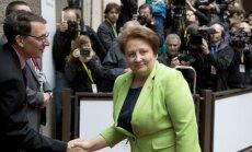 Straujuma: turpinās Krievijas mēģinājumi ietekmēt Latviju; deputāti drošības ziņojumu kritizē