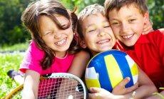 Kādas fiziskās aktivitātes nepieciešamas katrā bērna vecumā