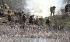 Video: Kā Luhanskas prokremliskie kaujinieki pārvar ūdens šķēršļus