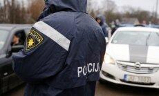 """Патрули полиции в аэропорту и на вокзалах Риги будут """"стоять, сколько потребуется"""""""