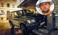 Elbakjans atvainojas sabiedrībai par sava auto novietošanu uz valsts iestādes kāpnēm