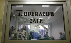 Slimnīca sievietes mirstīgās atliekas tuviniekiem atdod ar pēcoperācijas ierīcēm