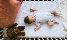 Četri vienkārši padomi, kā iemācīt bērnam pašam iemigt un gulēt savā gultiņā
