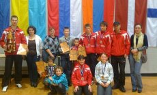 Latvijas jaunajiem karatistiem 11 medaļas Tallinā