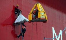 Bruņoti krievu robežsargi ieņem 'Greenpeace' kuģi, ziņo aktīvisti