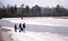 Ledus no Ogres upes izlauzis ceļu uz Daugavu