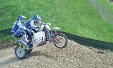 Lietus dēļ pārcelta pasaules čempionāta motokrosā blakusvāģiem trešā posma kvalifikācija