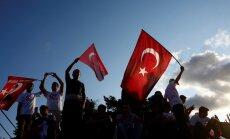 Turcija gandarīta par ASV lēmumu apturēt bruņojuma piegādes Sīrijas kurdiem