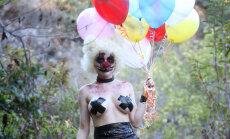 Baisi un seksīgi: nepilngadīgā līgava slepkavnieciska klauna tēlā