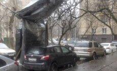 Spēcīgajā vētrā Maskavā dzīvību zaudējuši divi cilvēki
