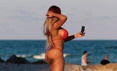 Daiļaviņas problēmas, pludmalē uzņemot selfiju
