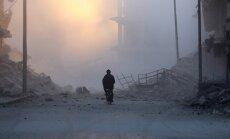 Sīrijas armija no nemierniekiem atkaro lielāko Alepo rajonu