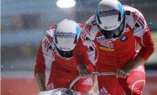 PK ieguvējs bobslejā divniekiem Hefti izlaidīs jaunās sezonas pirmos posmus