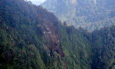 Izmeklētāji: Krievijas lidmašīna Indonēzijā avarējusi pilota kļūdas dēļ