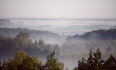 Otrdienas rītā vietām bieza migla un nokrišņi; naktī Mērsragā reģistrēti -5 grādi