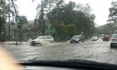 Foto un video: Jūrmalas ielas pēc spēcīga lietus