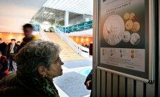 Polijā milzu rindās gaida Pāvila II piemiņas monētas