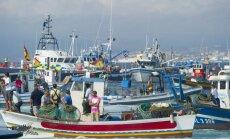 Spāņi nepadodas britiem - ar zvejas kuģiem dodas uz Gibraltāru