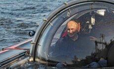 Putins dodas zem ūdens apskatīt kuģa vraku