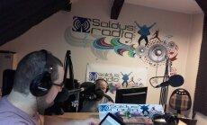 Saldū dome reorganizē radio; opozīcija to sauc par politisku izrēķināšanos