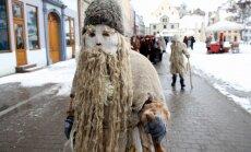 ФОТО. Монстры и чудики на фестивале масок в Риге