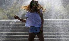 Eiropā turpinās svelme līdz +42 grādiem, brīdina par postošiem negaisiem