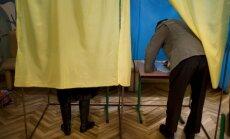 Ukrainā līdz pusdienas laikam nobalsojuši teju 20% vēlētāju; valsts austrumos zema vēlētāju aktivitāte