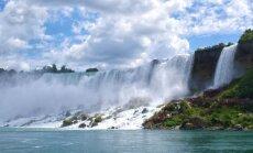 ВИДЕО: Акробатка повисла на зубах над Ниагарским водопадом