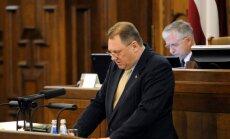 Deputāts Vectirāns varētu izsprukt no soda par avāriju; Saeimas komisija viņu neizdod