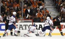 Stenlija kauss: 'Ducks' izcīna dramatisku uzvaru pār 'Oilers', 'Blues' neļauj 'Predators' uzvarēt sērijā