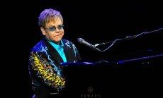 Pieminot Čaikovski, Eltons Džons nosoda homofobiju Krievijā