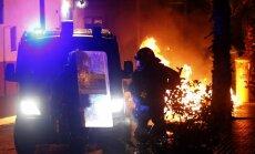 Foto: Barselonā notiek jauniešu un policijas sadursmes