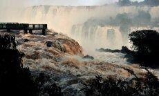 Foto: Mutuļojošie Iguasu ūdenskrituma ūdeņi Brazīlijā