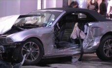 Video: ASV automašīna ietriecas veikalā; septiņi cietušie