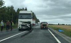 ВИДЕО: Серьезная авария на Лиепайском шоссе, есть погибший (дополнено)