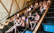 Pasaulē lielākā publiskā sauna, kurā vienlaikus svīst 100 cilvēki